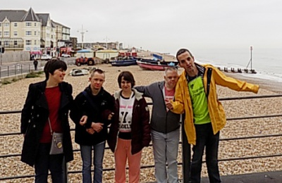Diagrama Foundation: Cabrini House residents enjoy a day trip to the beach during their holiday to Butlins