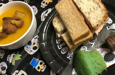 Diagrama Foundation: Cabrini residents make pumpkin soup for Halloween