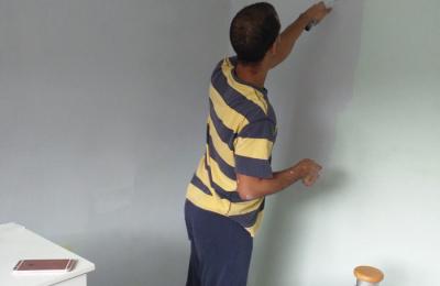 Carbrini residents enjoying doing some decorating