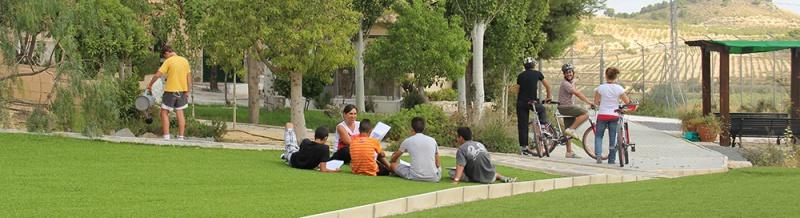 A Diagrama educator teaches a small group of boys